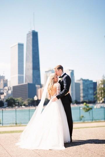Gorgeous Chicago Ivy Room Wedding | Kristin La Voie Photography 34