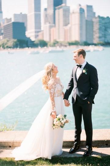 Gorgeous Chicago Ivy Room Wedding | Kristin La Voie Photography 41