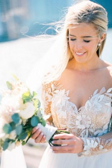Gorgeous Chicago Ivy Room Wedding | Kristin La Voie Photography 52