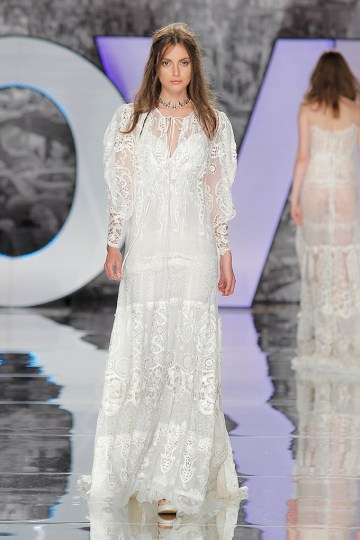 The Sexy & Embellished New Yolan Cris Wedding Dress Collections   RASAC (1)