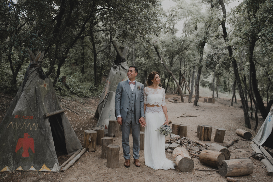 Rustic Barcelona Wedding Featuring Chic Bridal Separates | Visual Foto 12