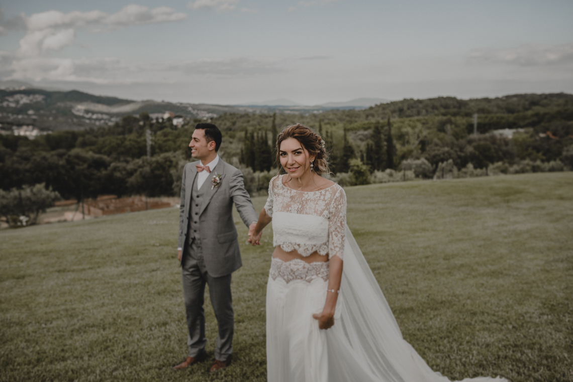 Rustic Barcelona Wedding Featuring Chic Bridal Separates | Visual Foto 15