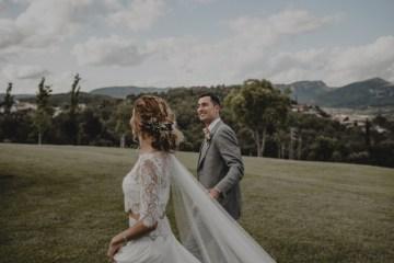 Rustic Barcelona Wedding Featuring Chic Bridal Separates | Visual Foto 16
