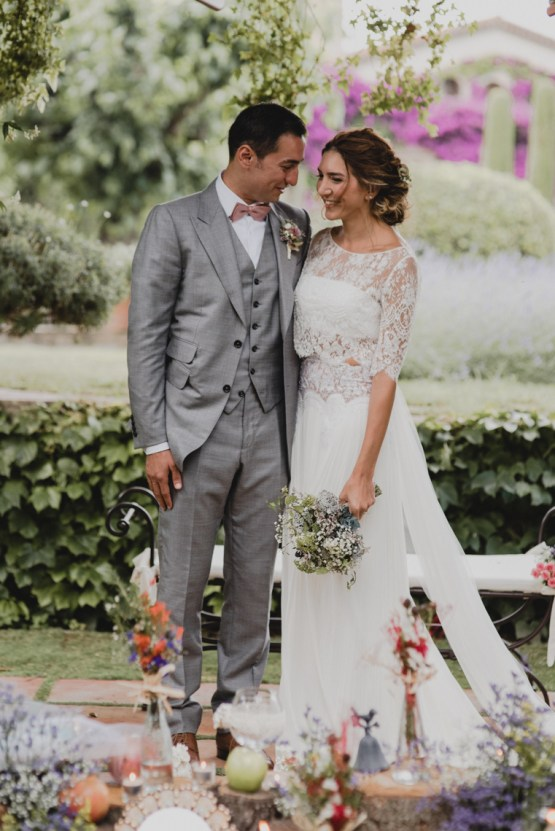Rustic Barcelona Wedding Featuring Chic Bridal Separates | Visual Foto 26