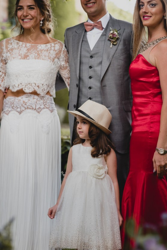 Rustic Barcelona Wedding Featuring Chic Bridal Separates | Visual Foto 28