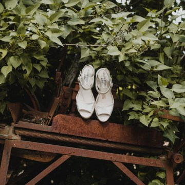 Rustic Barcelona Wedding Featuring Chic Bridal Separates | Visual Foto 3