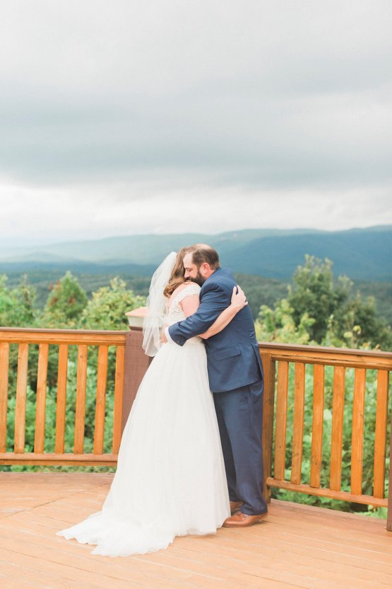 Rustic Carolina Mountain Lodge Wedding | Common Dove Photography 14