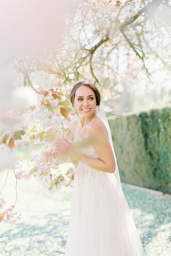 Citrus & Peach Chateau Wedding Inspiration | Lucy Davenport 30