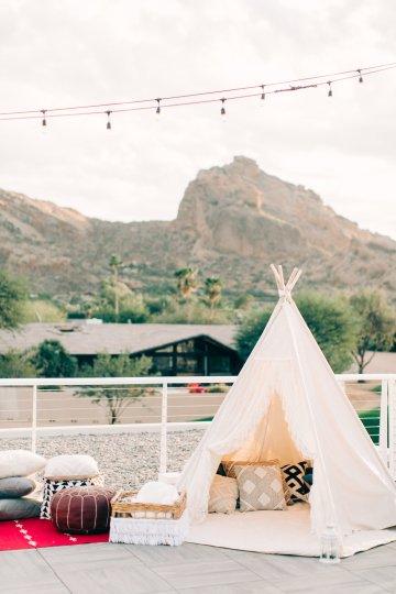 Midcentury Modern Desert Wedding Made Of Boho Dreams | Vienna Glenn 21