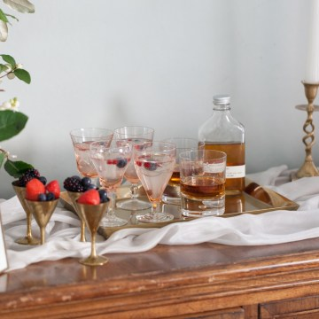 Swanky London Wedding Inspiration Filled With Pretty Dessert Ideas | Amanda Karen Photography 10