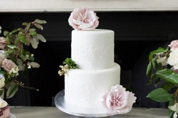 Swanky London Wedding Inspiration Filled With Pretty Dessert Ideas | Amanda Karen Photography 7