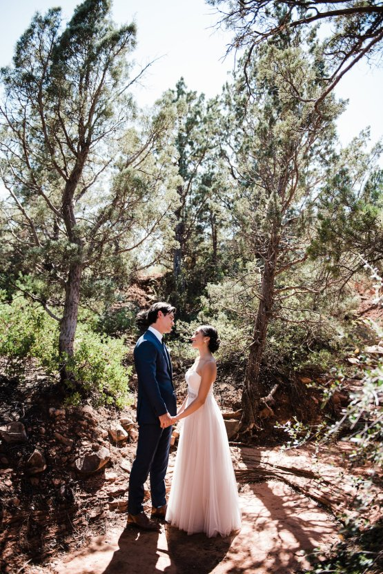 Casual Sedona Red Rocks Wedding (With A Sweet Blush Wedding Dress) | Julia Kinnunen Photography 26