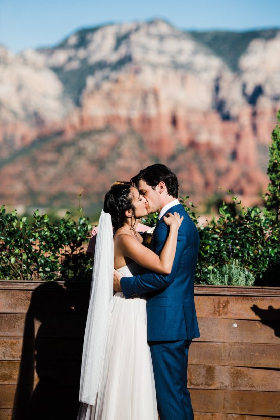 Casual Sedona Red Rocks Wedding (With A Sweet Blush Wedding Dress) | Julia Kinnunen Photography 9