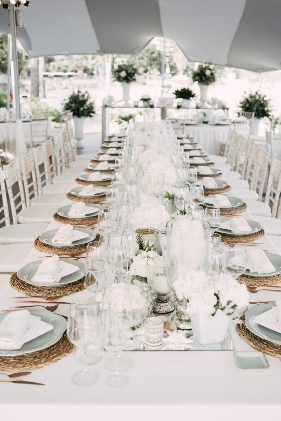 Relaxed All-White Spanish Beach Wedding With Seriously Glamorous Bridal Beauty Style | Sara Lobla Photography 29