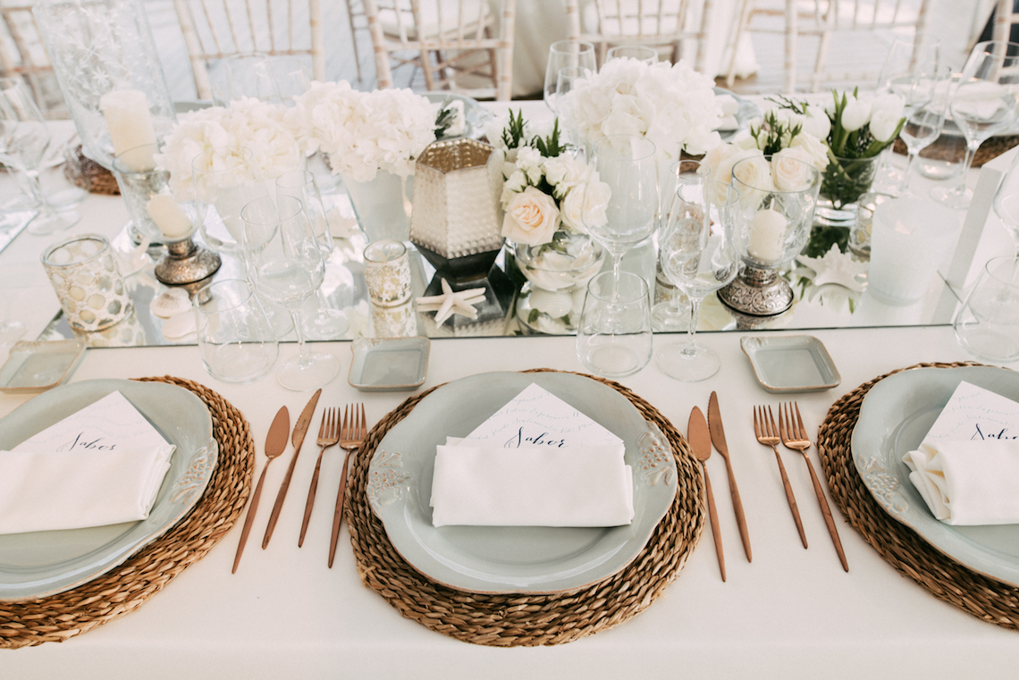 Relaxed All-White Spanish Beach Wedding With Seriously Glamorous Bridal Beauty Style | Sara Lobla Photography 5
