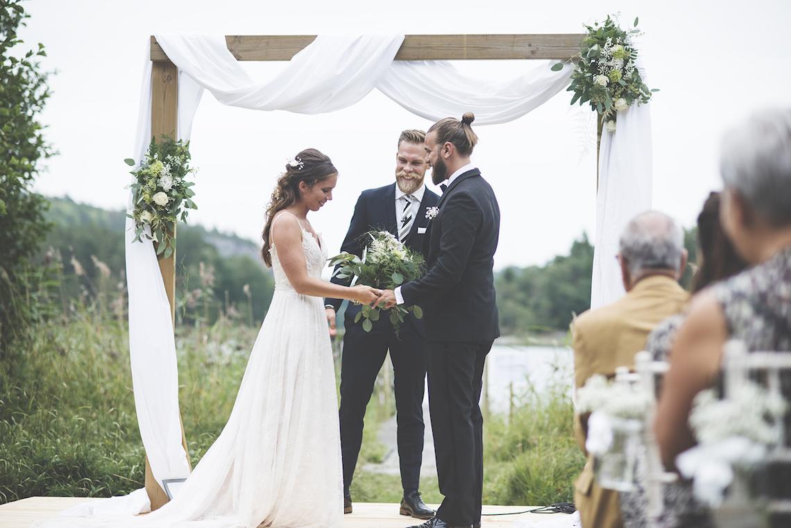 Relaxed & Woodsy Swedish Island Wedding | Sara Kollberg 21