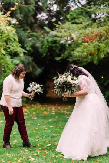 Rustic Barn Wedding Filled With Greenery | Deyla Huss Photography 11