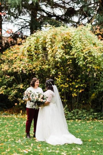 Rustic Barn Wedding Filled With Greenery | Deyla Huss Photography 12