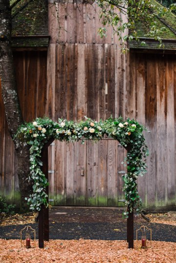 Rustic Barn Wedding Filled With Greenery | Deyla Huss Photography 20