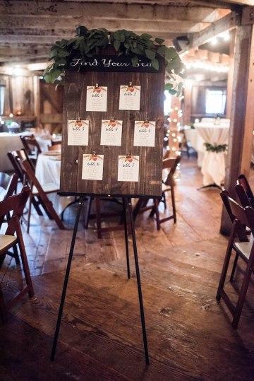 Rustic Barn Wedding Filled With Greenery | Deyla Huss Photography 26