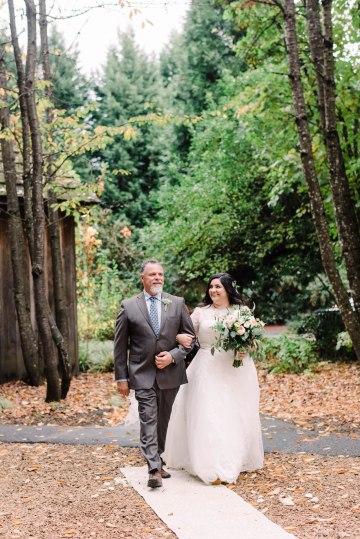 Rustic Barn Wedding Filled With Greenery | Deyla Huss Photography 47