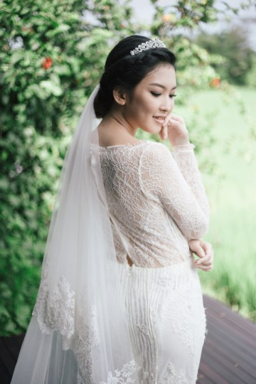 Zen Balinese Wedding Inspiration With A Dazzling Tiara   Nej Photo   Chere Weddings 33