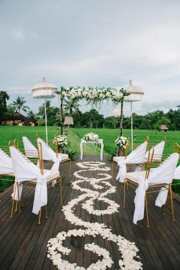 Zen Balinese Wedding Inspiration With A Dazzling Tiara   Nej Photo   Chere Weddings 42