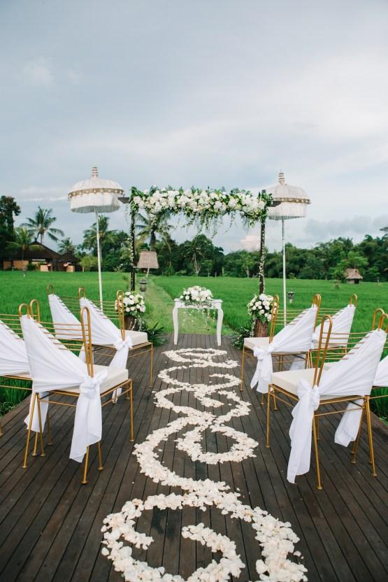 Zen Balinese Wedding Inspiration With A Dazzling Tiara | Nej Photo | Chere Weddings 42