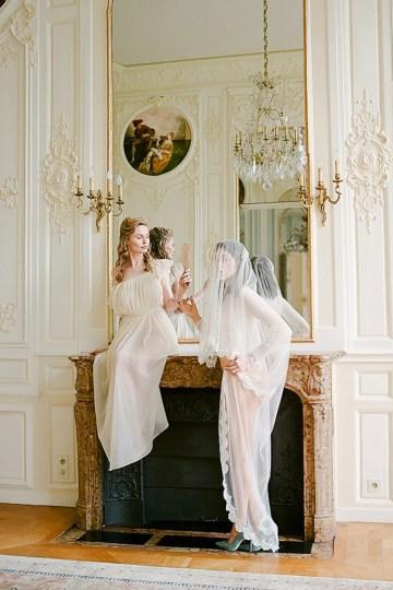 Elegant Blush Parisian Bridal Inspiration Featuring Luxurious Veils and Boudoir Ideas – Bonphotoge 19