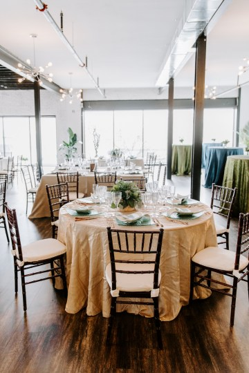 Minimal Tropical Wedding Inspiration With A Surprising Fresh Dinner Idea – Alicia Wiley 1