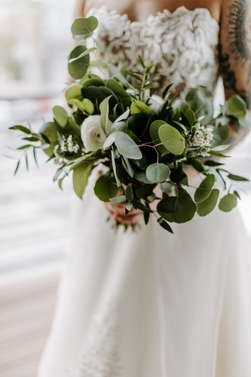 Minimal Tropical Wedding Inspiration With A Surprising Fresh Dinner Idea – Alicia Wiley 14