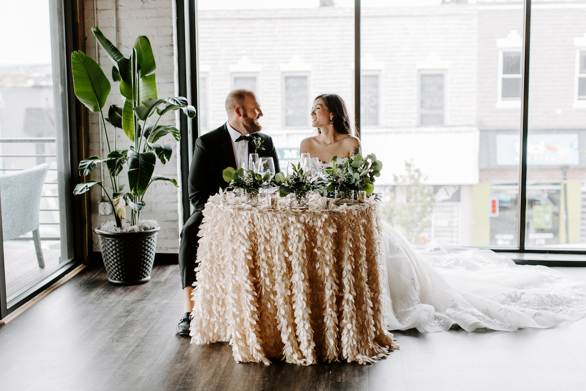 Minimal Tropical Wedding Inspiration With A Surprising Fresh Dinner Idea – Alicia Wiley 51
