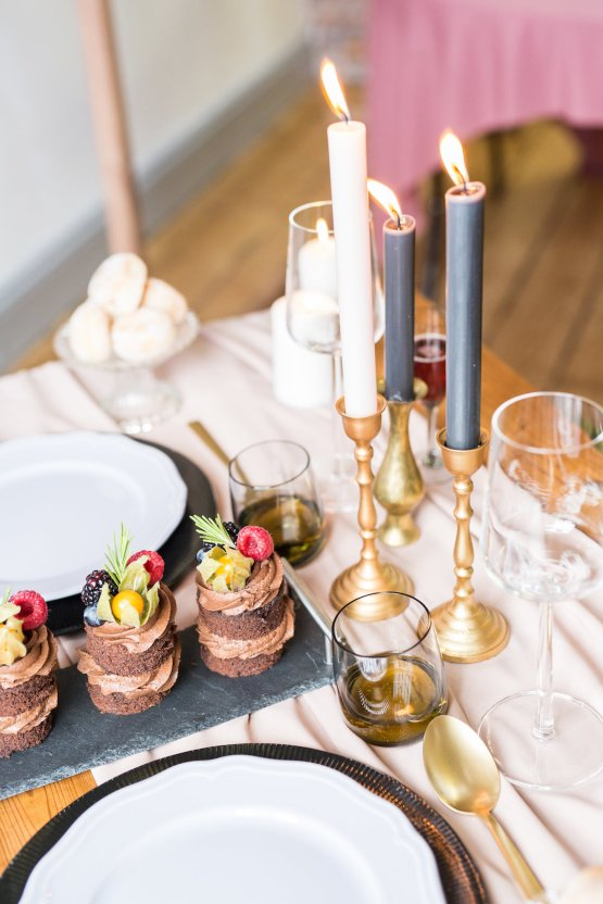 Trendy Loft Wedding Inspiration Featuring A Triangle Altar – Deluxe Blooms 54
