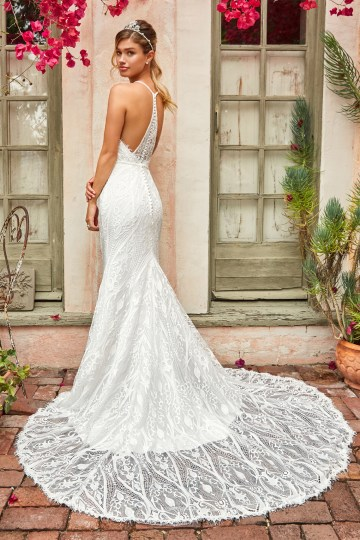 10 Stunning Wedding Dresses By Destination – Val Stefani Clover Dress 2