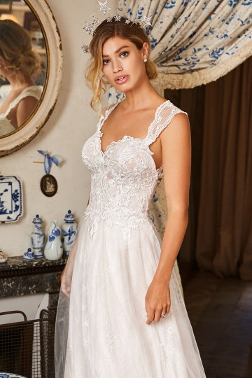 10 Stunning Wedding Dresses By Destination – Val Stefani Ellwood Dress 1