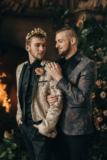 Luxe Mansion Wedding Inspiration Featuring Masculine Florals and Deep Tones – Alex Tenser – Swoon Soiree 30