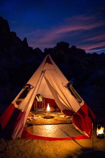 Amazing Vintage Joshua Tree Camping Wedding – Someplace Images 38