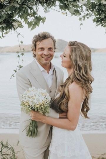 Boho Greek Island Wedding Featuring A Circle Floral Arch – Paulina Weddings 22