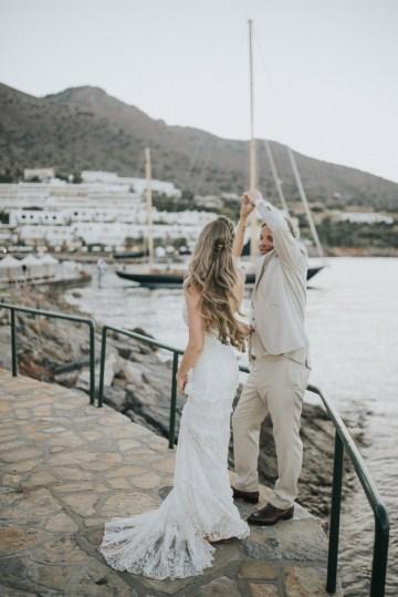 Boho Greek Island Wedding Featuring A Circle Floral Arch – Paulina Weddings 30