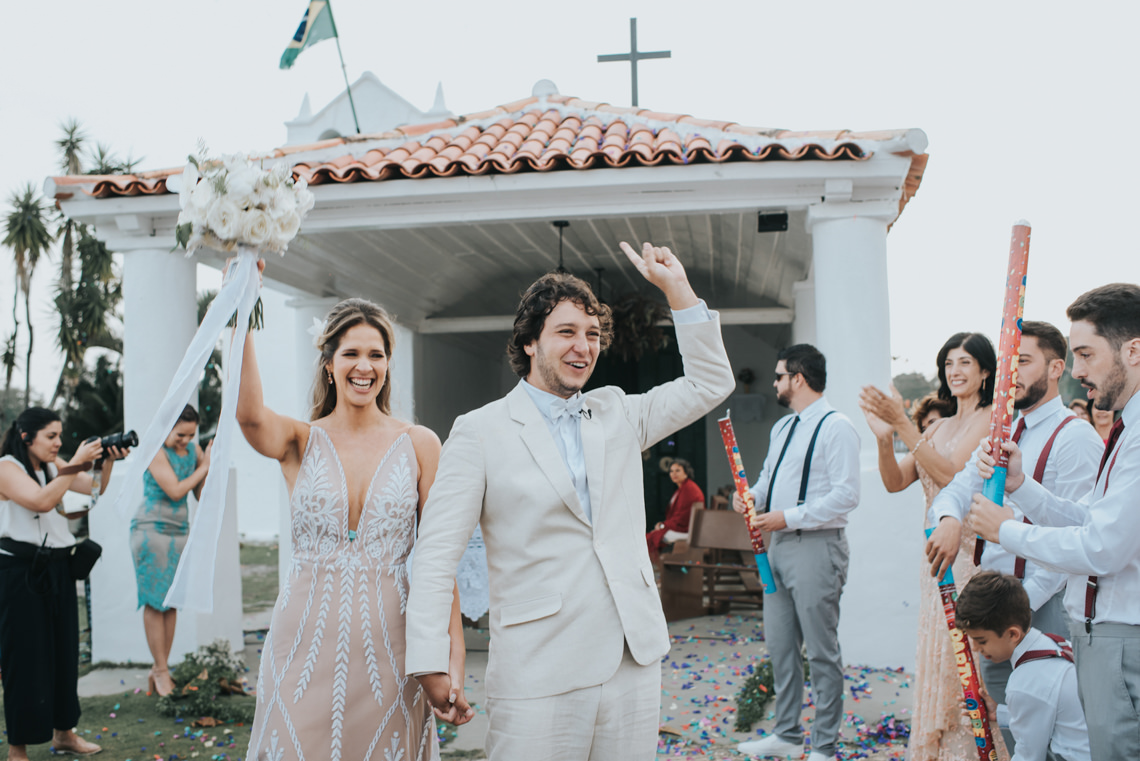 Epic Bohemian Wedding on a Tiny Island in Brazil – Val e Wander 10