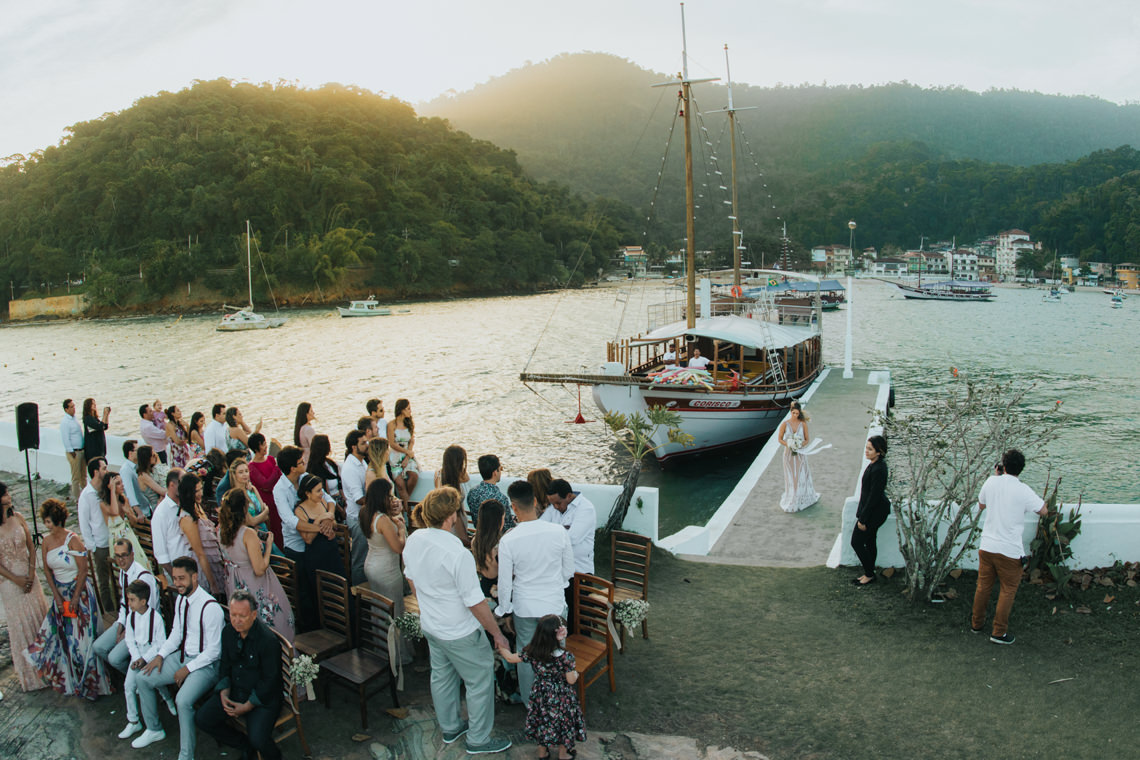 Epic Bohemian Wedding on a Tiny Island in Brazil – Val e Wander 4