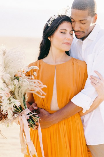 How to Style Your Engagement Session for the Perfect Save The Date – Minted Weddings 56