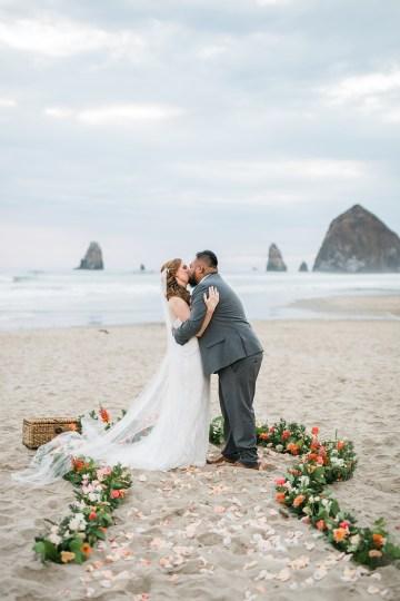 Cannon Beach Bonfire Wedding With Smores – Marina Goktas Photography 27