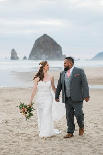 Cannon Beach Bonfire Wedding With Smores – Marina Goktas Photography 28