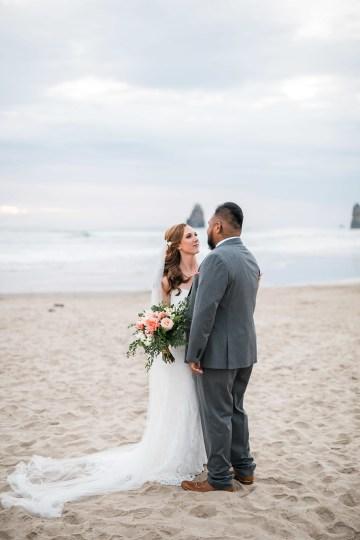 Cannon Beach Bonfire Wedding With Smores – Marina Goktas Photography 29