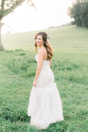 Eclectic Detail-filled Ohio Farm Wedding with a Donut Wall and Espresso Cart – Mandy Ford Photography 34