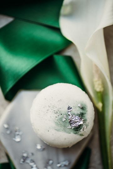 Sleek and Sexy Modern Wedding Inspiration in Emerald – Marcella Cistola 42