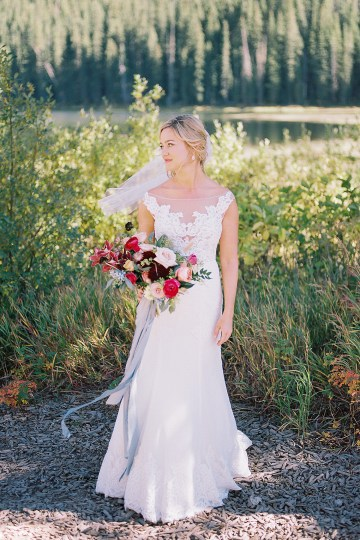 Colorful Colorado Wedding with Stunning Mountain Views – Callie Hobbs – Banks and Leaf 13
