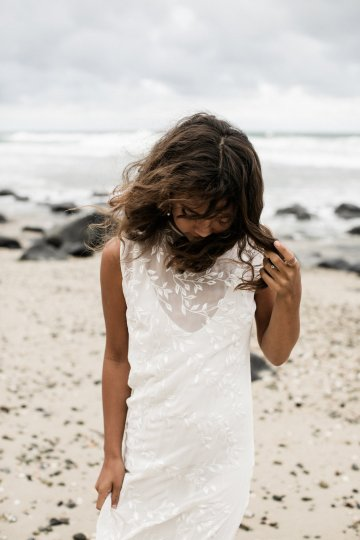 Effortlessly Cool Lava Rock Beach Wedding Inspiration in Byron Bay – Megan Kelly Photo 10