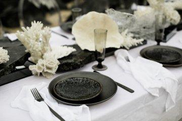 Effortlessly Cool Lava Rock Beach Wedding Inspiration in Byron Bay – Megan Kelly Photo 27